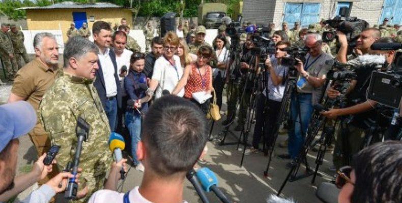 Президент Украины прокомментировал возможность отмены АТО