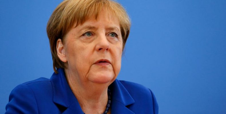 Ангела Меркель выступила за двойную стратегию в отношении России