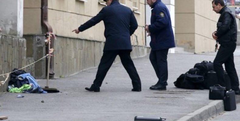 Причину взрыва возле школы в Ростове-на-Дону назвали в РФ