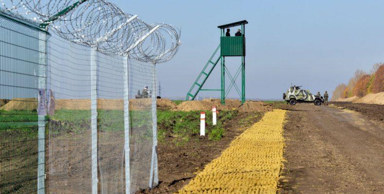 Россия разместила у границ с Украиной три дивизии – Муженко